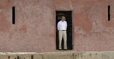 Obama flies to South Africa hoping to pay homage to Mandela