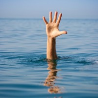 What happens to your body when you drink alcohol and swim