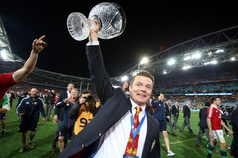 Brian O'Driscoll holds the Tom Richards Trophy aloft.
