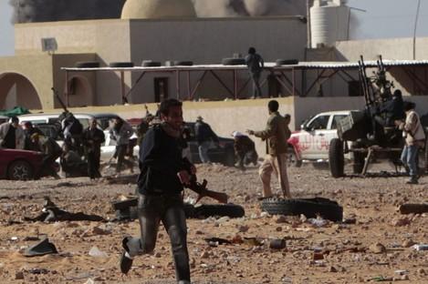 Airstrikes hit the oil port town of Ras Lanuf on Monday