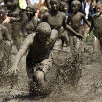 8 joyous photos of kids cooling off by diving into mud