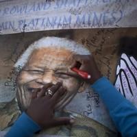 Nelson Mandela 'responding to treatment'