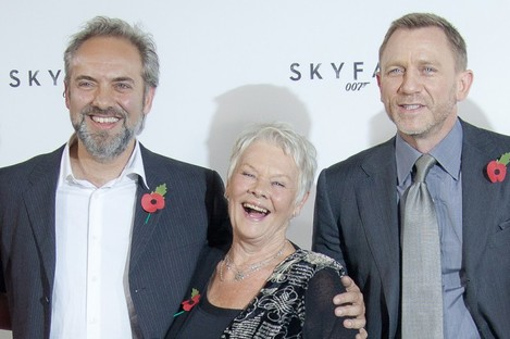 Sam Mendes, right, with Judi Dench and Daniel Craig.