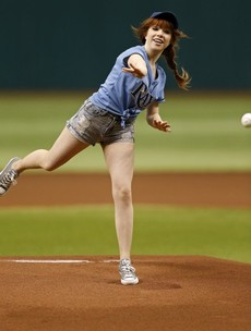 Carly Rae Jepsen is not very good at baseball