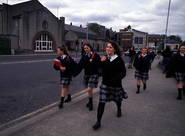 SCHOOLGIRLS LEAVING ST ANNE'S  IN MILTOWN.PIC EAMONN FARRELL/PHOTOCALL IRELAND!