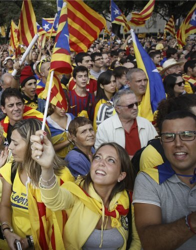 Catalans make a human chain for independence · TheJournal.ie