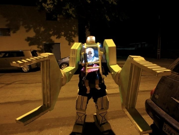 This has to be the greatest father/baby Halloween costume ever. - Imgur