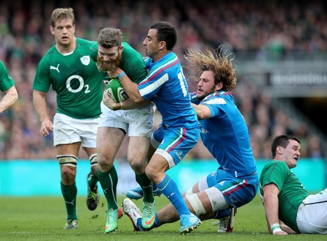 Gordon D'Arcy tackled by Luciano Orquera