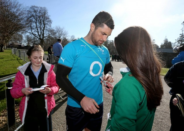 Rob Kearney signs autographs for young supporters 11/3/2014