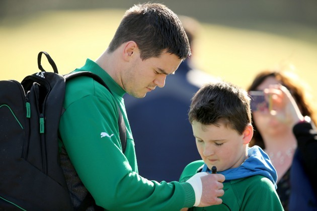 Jonathan Sexton signs a autograph for a young supporter 11/3/2014