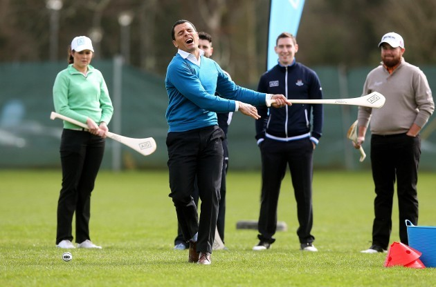 Doug Howlett tries his hand at hurling 25/3/2014