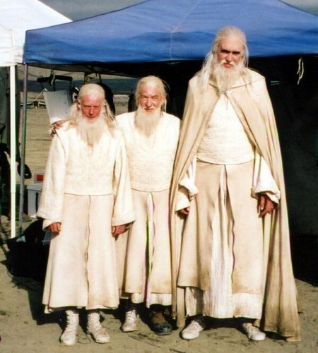 Gandalf (Ian McKellen) with his stunt double and his scale double - Imgur