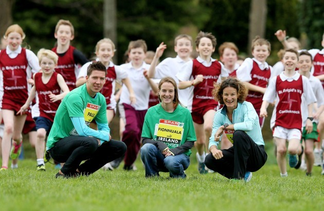 Paul Robinson, Fionnuala Britton and Sonia OÕSullivan with students from Saint BrigidÕs