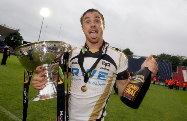 Tommy Bowe celebrates winning the Magners League