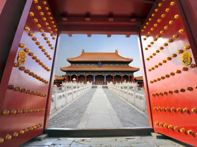 inside-the-gates-are-hundreds-of-temples-and-palaces