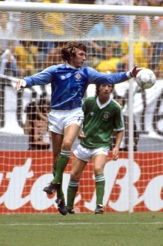 Soccer - FIFA World Cup Mexico 1986 - Group D - Brazil v Northern Ireland - Estadio Jalisco, Guadalajara