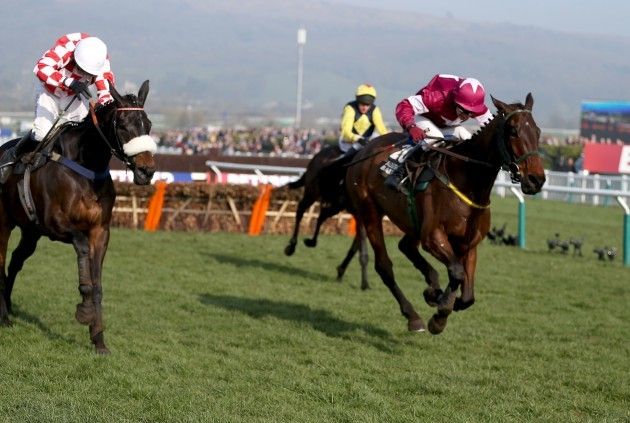 Very Wood ridden by Paul Carberry (Right) on the way to victory