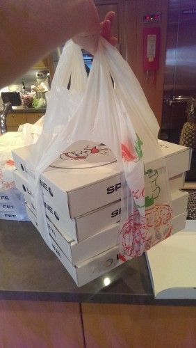 The bags we got from a pizza shop are missing their corners (rather ingenuous really) - Imgur