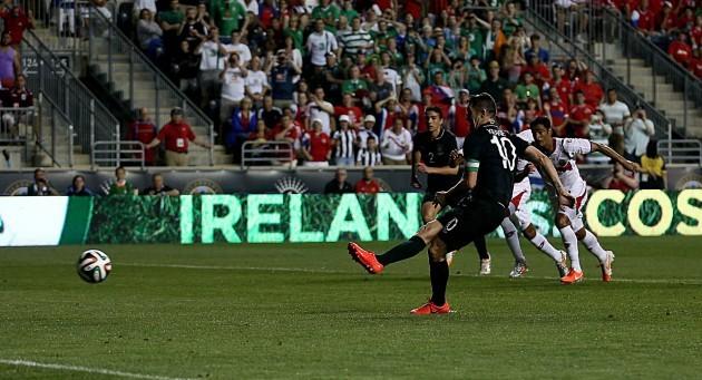 Ireland's Robbie Keane misses a penalty
