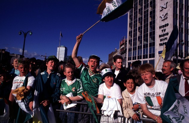 IRISH SOCCER FANS DURING THE ITALIA 90 HOMECOMING WORLD CUP IN IRELAND PEOPLE