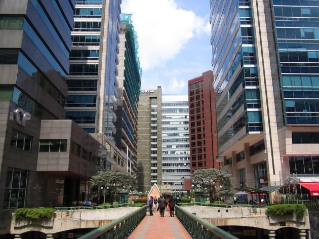1280px-Centro_empresarial_St_bárbara_Bogotá