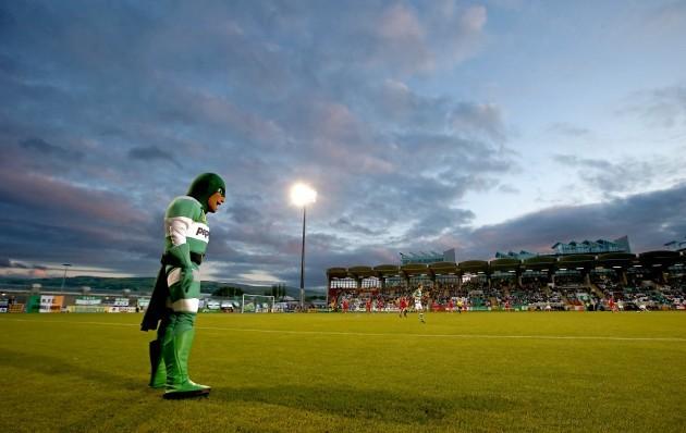 'Hooperman' keeps his eye on the game