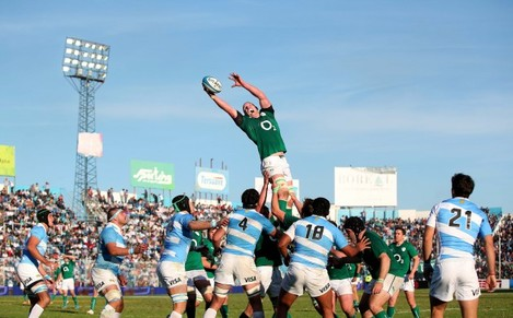 Paul O'Connell wins a line-out