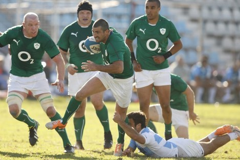 Rob Kearney supported by Paul O'Connell, Mike Ross and Simon Zebo