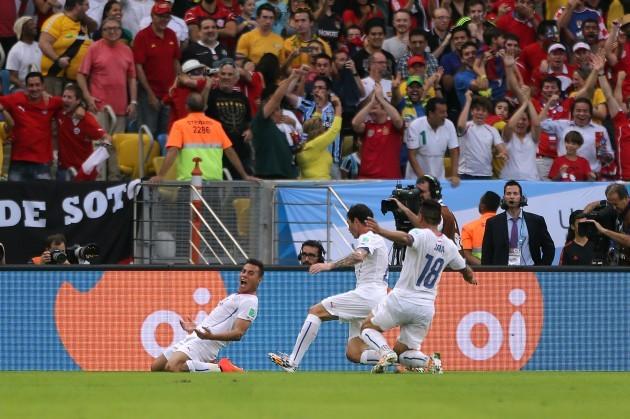 Soccer - FIFA World Cup 2014 - Group B - Spain v Chile - Maracana