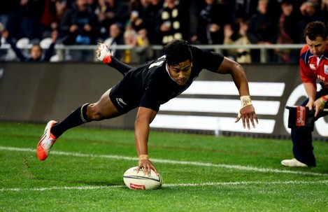 Julian Savea goes over for the try