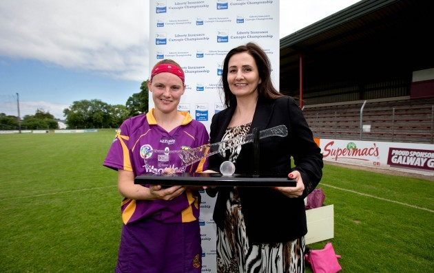osie Dwyer is presented with the player of the match award by Annette Ni Dhathlaoi