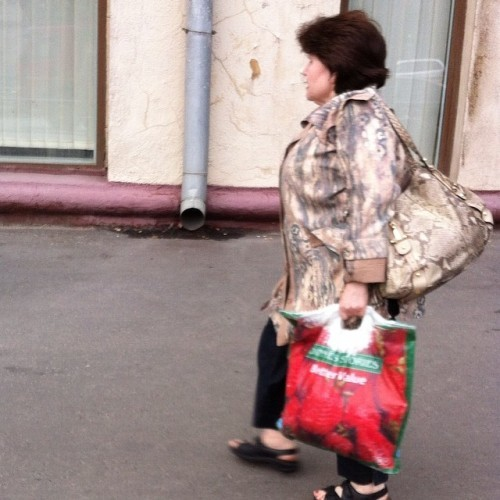 The fabled Moscow 'Dinnes Stories' shopping bag in action, at last. #advancedstyle #bettervalue #guaranteedirish
