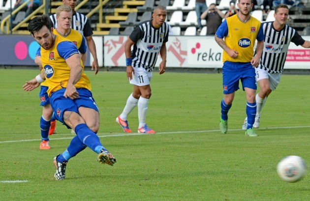 Richie Towell scores from the penalty spot 1/7/2014
