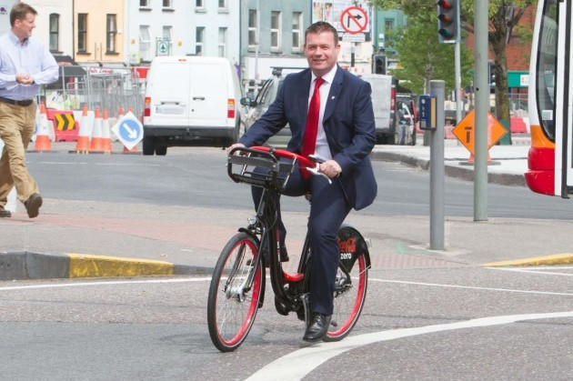 alan kelly on a bike