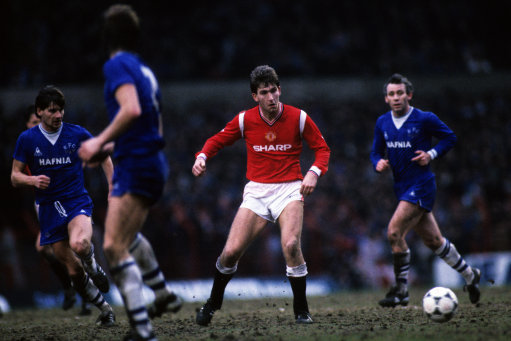Soccer - Milk Cup - 3rd Round - Manchester United v Everton