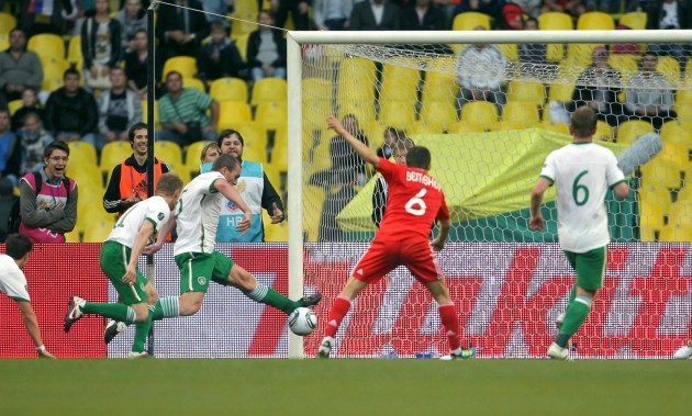 Richard Dunne stops a shot on the line from Igor Semshov