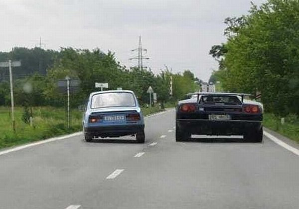 funny-car-overtaking