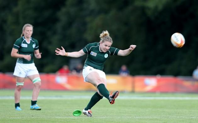 Niamh Briggs kicks a penalty