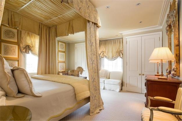 the-master-suite-takes-up-the-entire-10th-floor