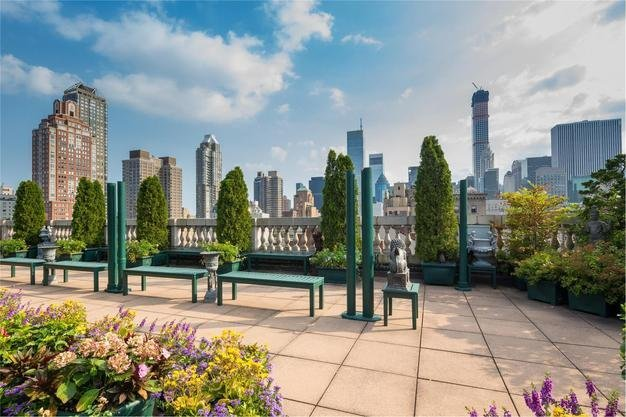 spanning-over-3000-square-feet-it-provides-a-beautiful-view-of-the-city