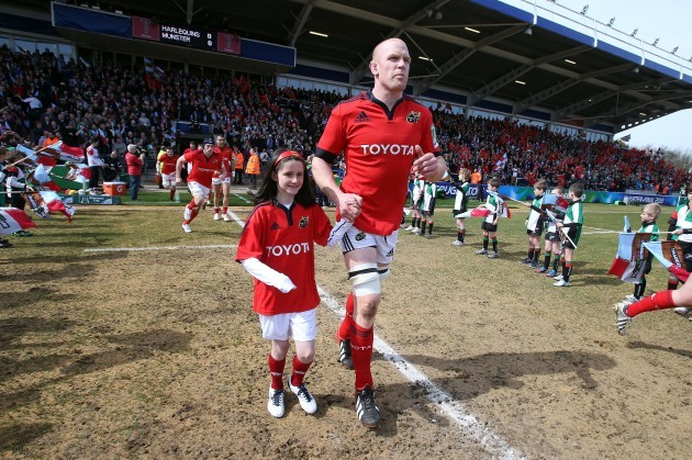 Paul O'Connell with the mascot