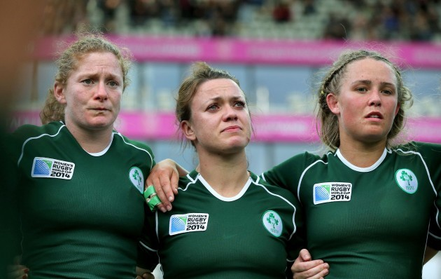 Grace Davitt, Lynne Cantwell and Ashleigh Baxter in the Ireland team huddle after the game