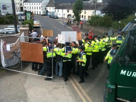 protestors-journal-gaurds-in-kettle-formation2-630x472