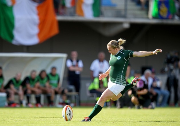 Niamh Briggs kicks at goal 5/8/2014