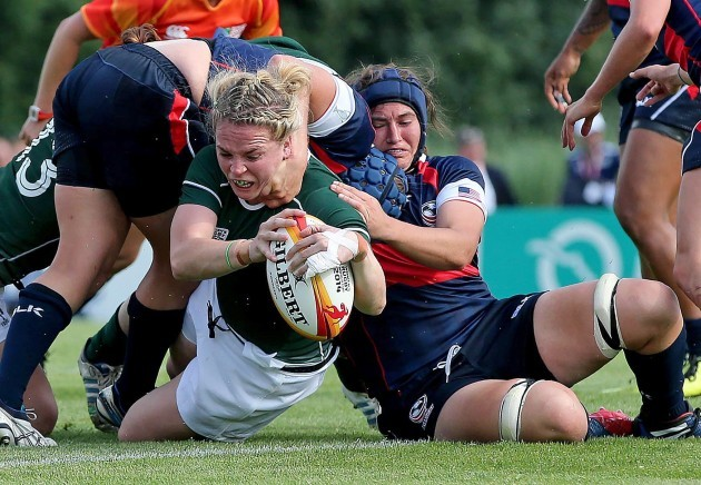Niamh Briggs scores a try