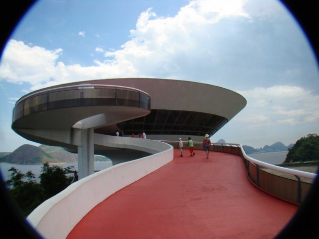 contrary-to-what-you-might-think-the-museum-of-contemporary-art-in-rio-de-janeiro-is-not-in-fact-a-spaceship