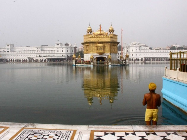 the-golden-temple-in-amritsar-india-is-the-center-of-the-sikh-religious-tradition