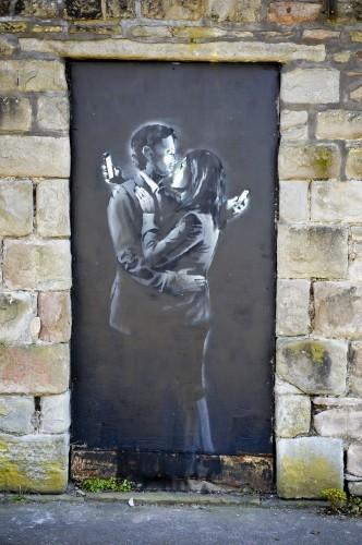 The Banksy artwork Mobile Lovers
