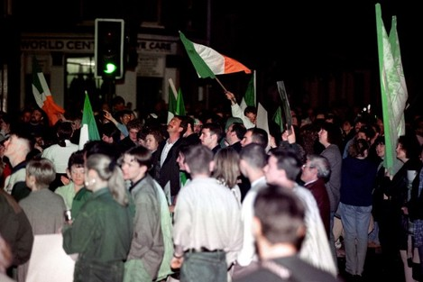 CROWDS IN SPRINGFIELD ROAD IRA C