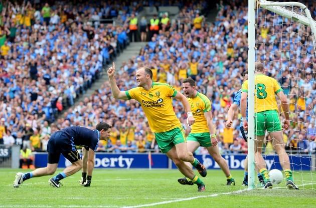 Colm McFadden celebrates scoring a goal